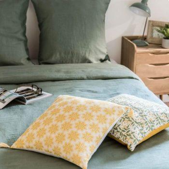 Housse de coussin jasmin en coton motif floral jaune 40x40