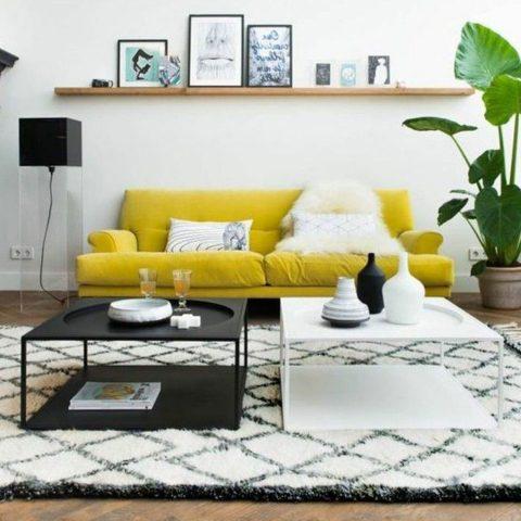 salon avec canapé jaune